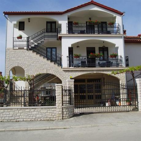 Apartments Modrusan