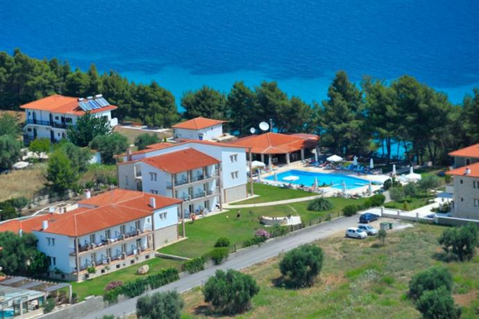 "Nostos Hotel   <br> <i>» </i><a href=""http://hotels.hellasholiday.com/Hotel/Nostos_Hotel.htm?Label=HH_HI"" rel=""nofollow"" target=""_blank"" class=""tn_link"" >View more pictures of this hotel</a>"