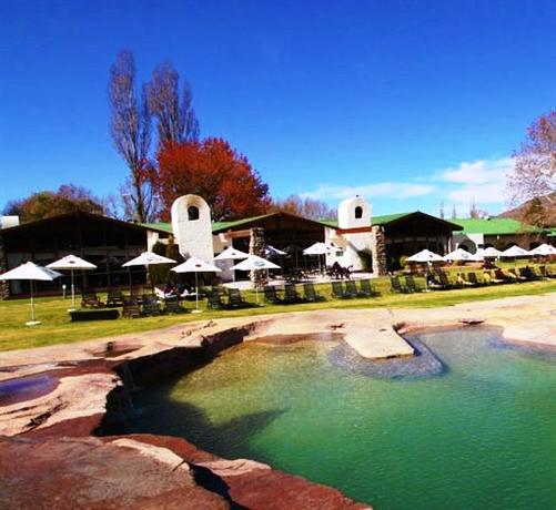 Drakensberg Accommodation Hotels: Mountain Range In South Africa