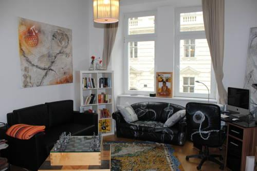 Designer Apartment In City Centre