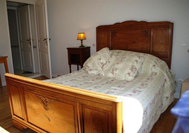 ch teau de villandraut castle in france thousand wonders. Black Bedroom Furniture Sets. Home Design Ideas