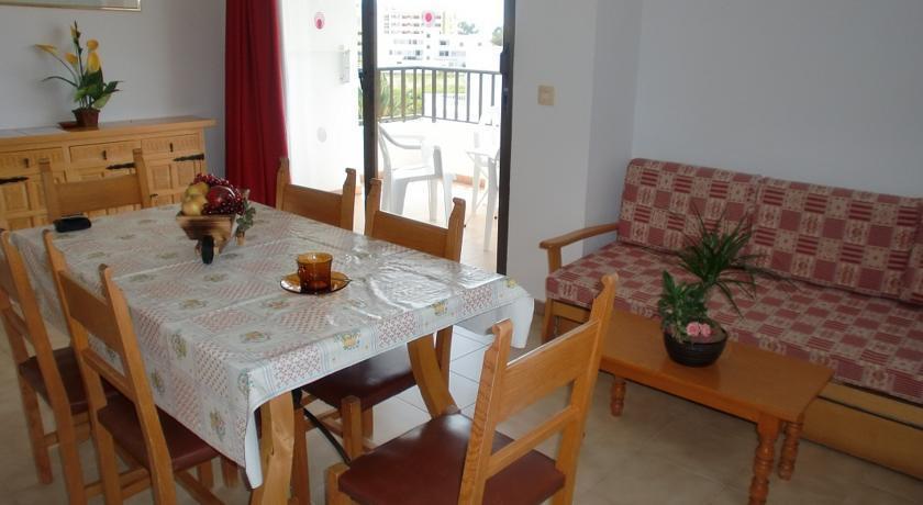 Apartamentos Mar Bella Ibiza