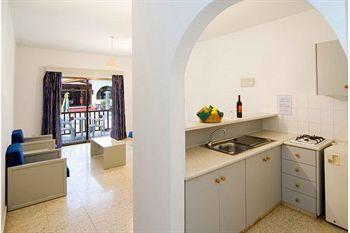 Cosmelenia Hotel Apartments 140 Nissi Avenue