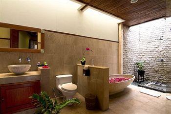 Desamuda Village Hotel Bali Jalan Raya Basangkasa 30A Seminyak