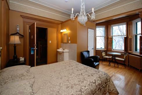 Ch teau frontenac hotel in quebec city thousand wonders for Au jardin du gouverneur quebec city