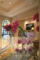 Book Four Seasons Hotel George V Paris online