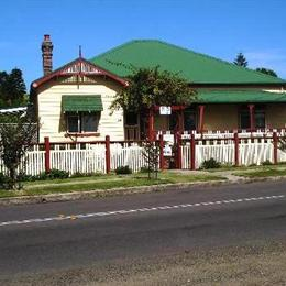 Riverview Gardens Bed and Breakfast, in the nearby from Merewether Beach