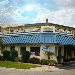Blue Wave Motel Suites, in the nearby from CLEARWATER BEACH (3RD ST)