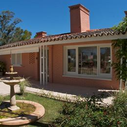 Red Wind Bed & Breakfast, in the nearby from Playa de la Gruta