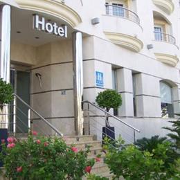 Hotel El Trébol, in the nearby from El Algarrobico