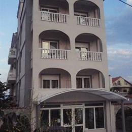 Hotel Vournelis, in the nearby from rapsani 1