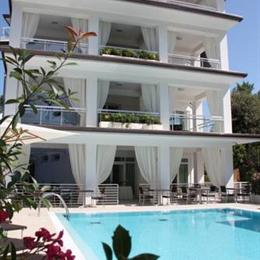 Hotel Central Park Pietrasanta, in the nearby from Bagno Stella Del Mare