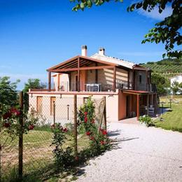 B&B Il Baule Dei Ricordi, in the nearby from 100 M Sud Foce Fiume Musone