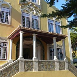Impeccably decorated 2 bed Apt with Balcony, in the nearby from Macãs