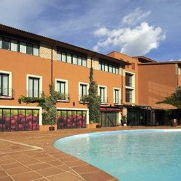 Hotel Peralada Wine Spa & Golf, in the nearby from Tres Platgetes