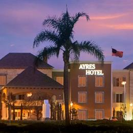 Ayres Hotel Seal Beach, in the nearby from Colorado Lagoon