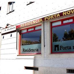Residencia Porta Nova en Esteiro, in the nearby from A Frouxeira
