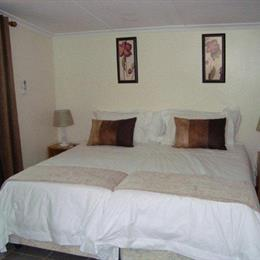 An Upper Room Bed & Breakfast, in the nearby from Anstey's Beach