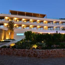"Somewhere Boutique Hotel Vouliagmeni, in the nearby from saronida - sygkrotima ""nisia niriides"""