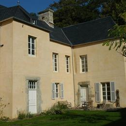 Manoir du Mesnil de Bas, in the nearby from Cale Des Plaisanciers