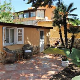 B&B Villa Maiolica, in the nearby from 100 M Dx Foce Del Torrente Re