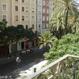 Homestay in Gran Via near Basilica of San Vicente Ferrer, in the nearby from Port Saplaya