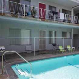 Homestay in Fairfax District near Enessa Wellness Spa, in the nearby from Dockweiler State Beach
