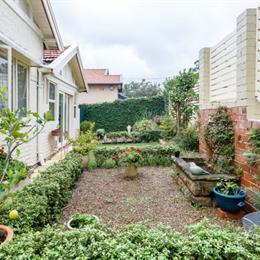 Homestay in Lane Cove near Artarmon Railway Station, in the nearby from Whiting Beach