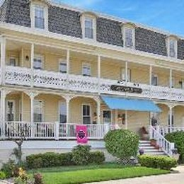 Carriage House B&B, in the nearby from Belmar Borough at 6th Ave