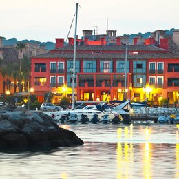 Hotel Club Marítimo de Sotogrande, in the nearby from La Atunara
