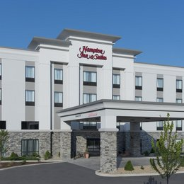 Hampton Inn & Suites Michigan City, in the nearby from Porter Beach