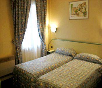 Aladin Hotel Paris_8