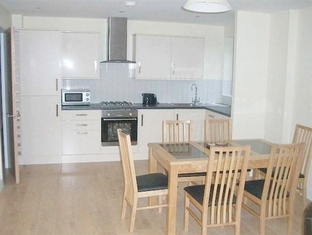 Lodge Drive Serviced Apartments_11