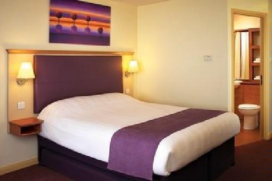 Premier Inn Woking West - A324_8