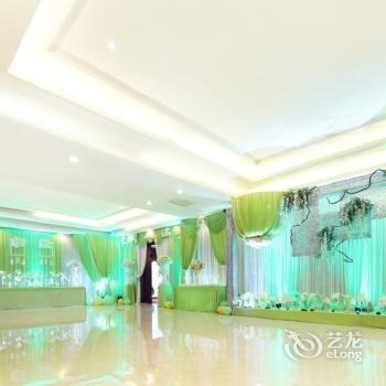 Zhenbao Holiday Hotel