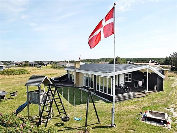 Three-Bedroom Holiday home in Lokken 2