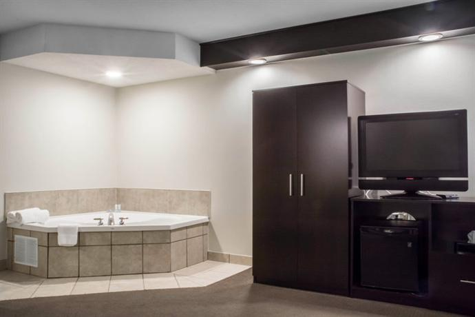 2 sleep inn bracebridge 510 muskoka road 118 west. Black Bedroom Furniture Sets. Home Design Ideas