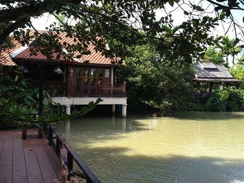Away Nirvana Chiang Mai Villa