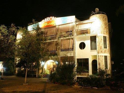 Hotel Restaurant Baron Tirana