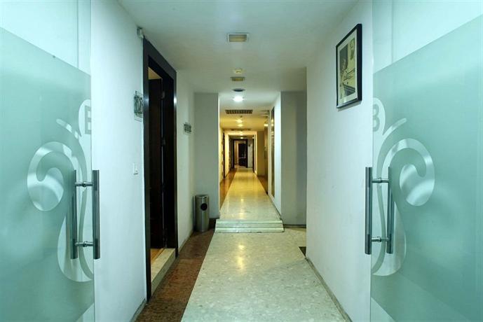 Hotel White Klove