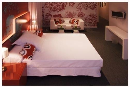 Hotel Room Mate Laura