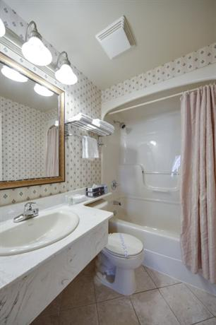 Monte Carlo Inns Brampton Suites