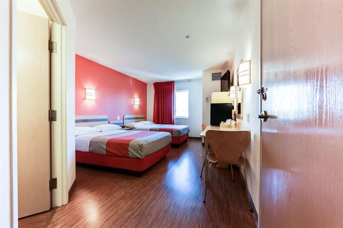 46 motel 6 toronto mississauga 1910 2935 argentia. Black Bedroom Furniture Sets. Home Design Ideas