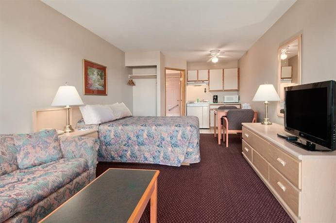 7  Travelodge By Wyndham Courtenay Bc  2605 Cliffe Avenue