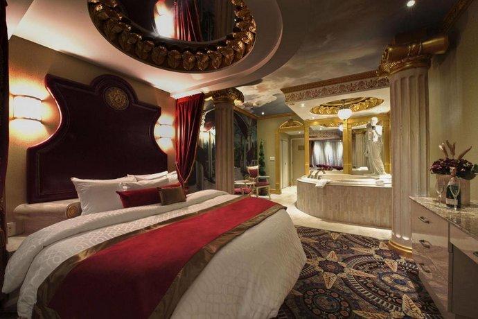 45 Fantasyland Hotel Amp Resort 17700 87th Avenue
