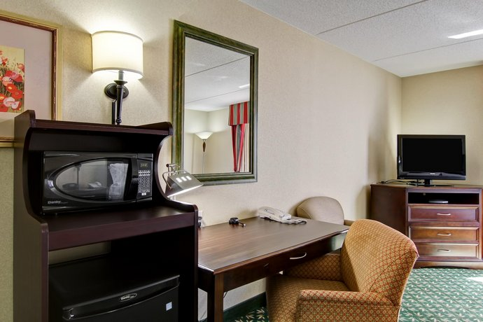Hampton Inn London Ontario Hotel - room photo 8800555